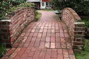 садовая дорожка и мостик