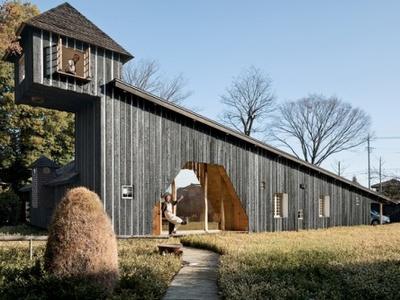 Узкий дом с аркой