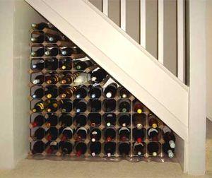 Хранение бутылок под лестницей