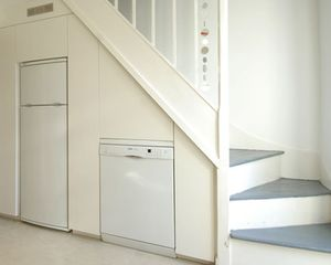 Встроенная техника под лестницей