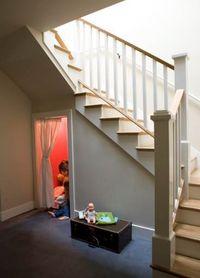Игрушечный домик под лестницей