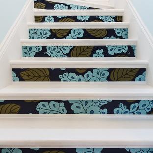 Декорируем обоями лестницу