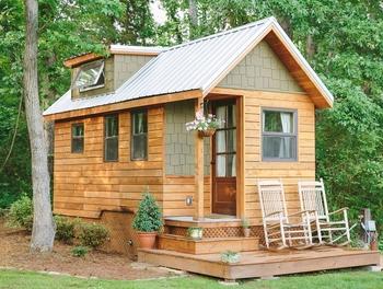 Маленький дом со слуховым окном